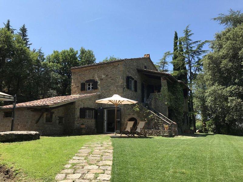 Heerlijke villa met privézwembad en een panoramisch uitzicht op Cortona, vacation rental in Montalla
