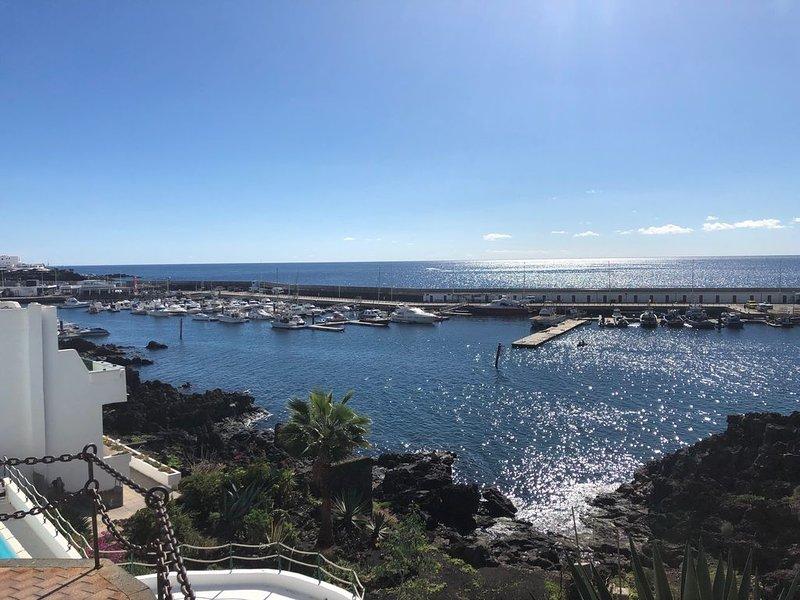 Apartment in quiet complex overlooking Puerto del Carmen harbour, vacation rental in Tias
