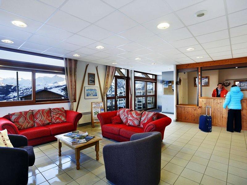 O acolhedor átrio providencia uma área de salão para os hóspedes relaxarem.