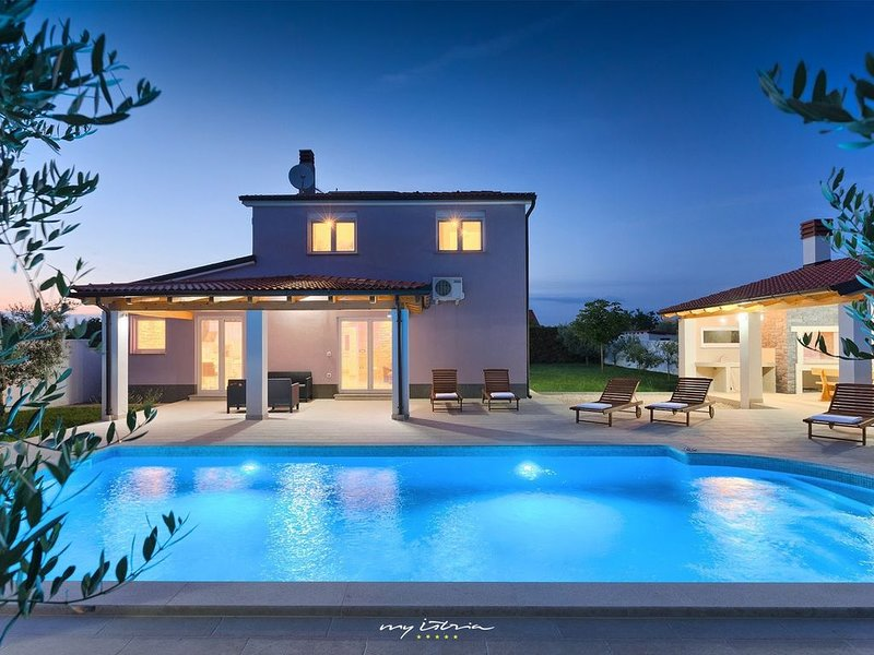 Amazing family villa with private pool in Pula, vacation rental in Pula