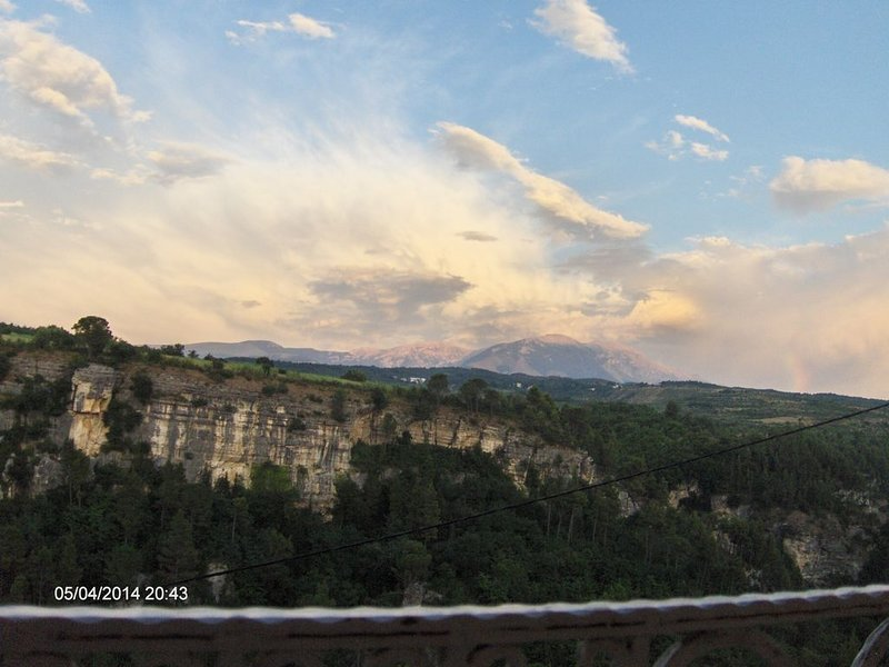 Petite maison en pierre indépendante avec vue unique sur la vallée de l'Orta, vakantiewoning in Caramanico Terme