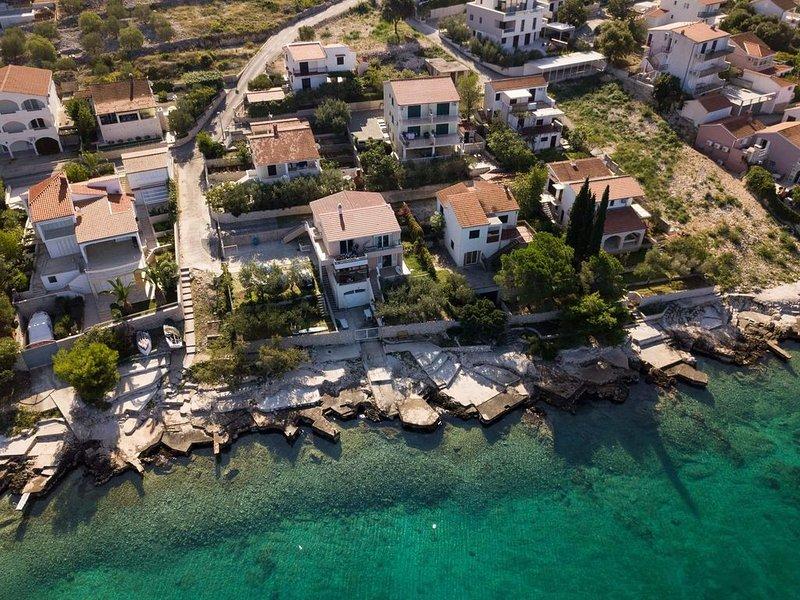 Apartments Maris, house on the beach, Rogoznica, casa vacanza a Rogoznica