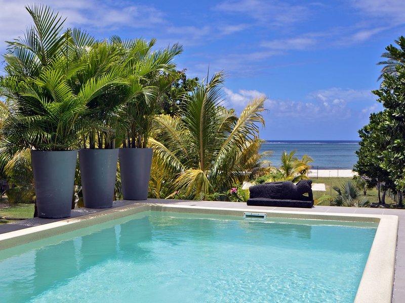 Riambel: Villa Antema, piscine, pied dans l'eau plage a l'infini wifi gratuit, alquiler vacacional en Riviere des Anguilles