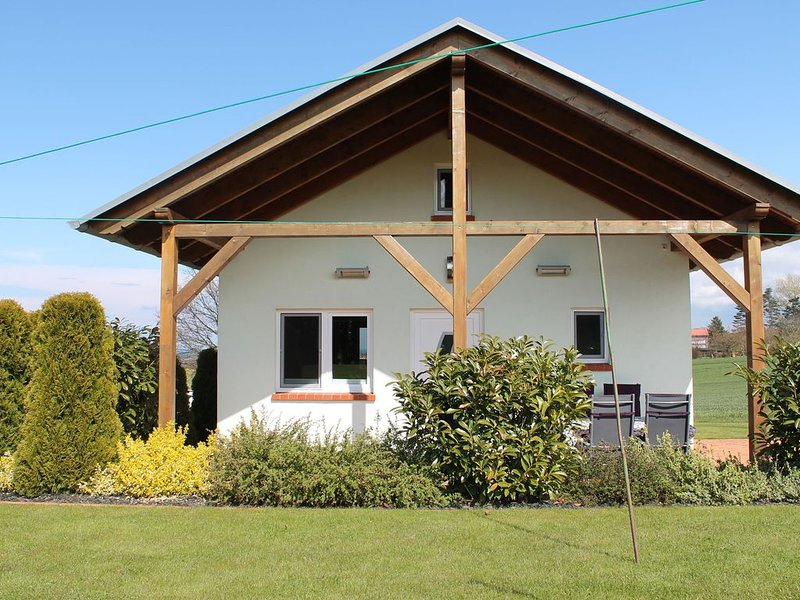 Sunlit Holiday Home with Fenced Garden in Bastorf, holiday rental in Wendelstorf