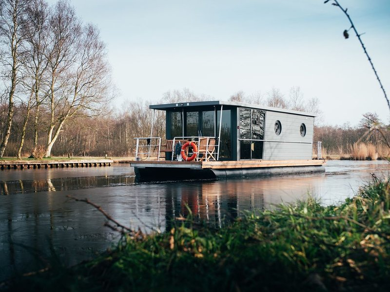 Houseboat Unique Stay, Hattem/Zwolle, holiday rental in Olst