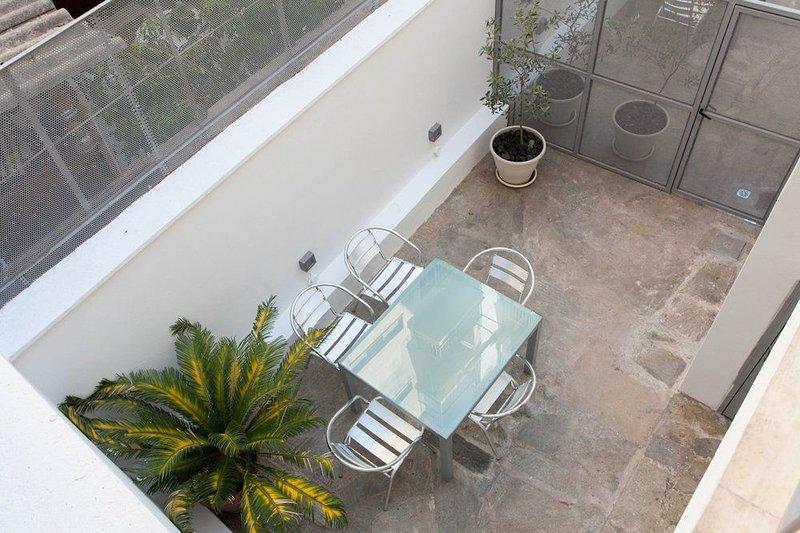 Beautiful 5-Bedroom House Near Acropolis, holiday rental in Dafni