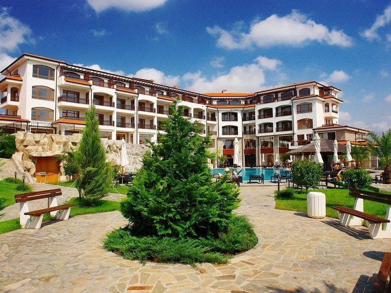 Luxury Appt in Spa Resort, vacation rental in Aheloy