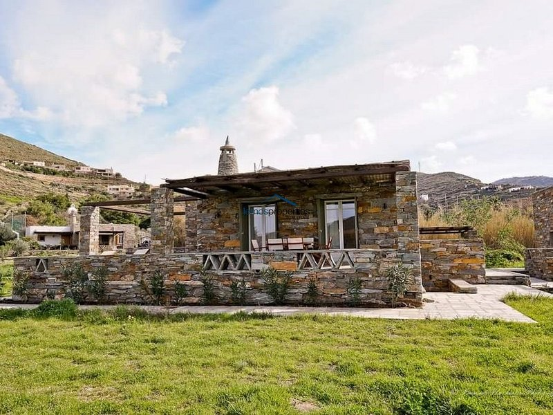 The 'Olive Tree' house, ideal for those that want to be close to the beach, holiday rental in Otzias