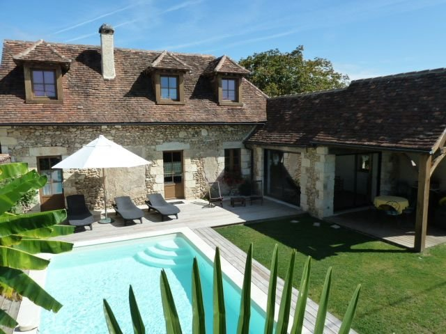 Piscine privée calme et repos .  Maison de charme : Chez Milou, vacation rental in Saint-Geyrac