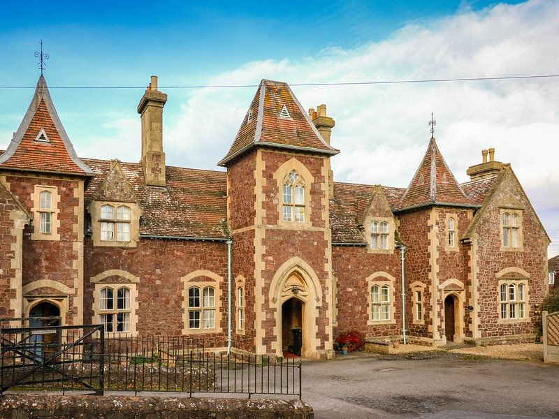 3 Old Police Station, DUNSTER, vacation rental in Minehead