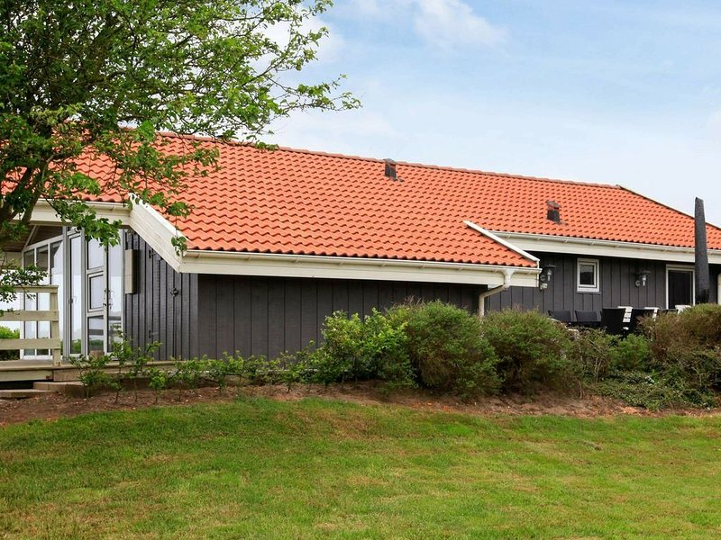 Lively Holiday Home in Vinderup with Whirlpool, Ferienwohnung in Vile