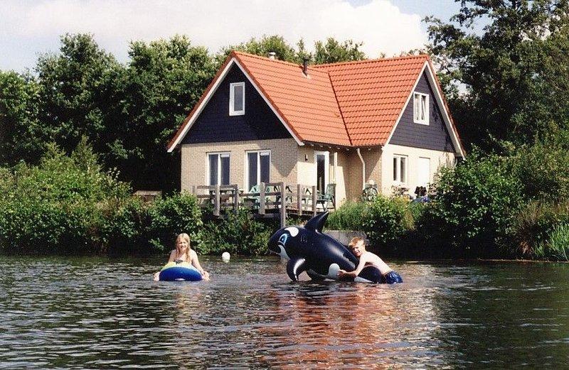 Groot vakantiehuis bij bos en meer, Ferienwohnung in Zwiggelte