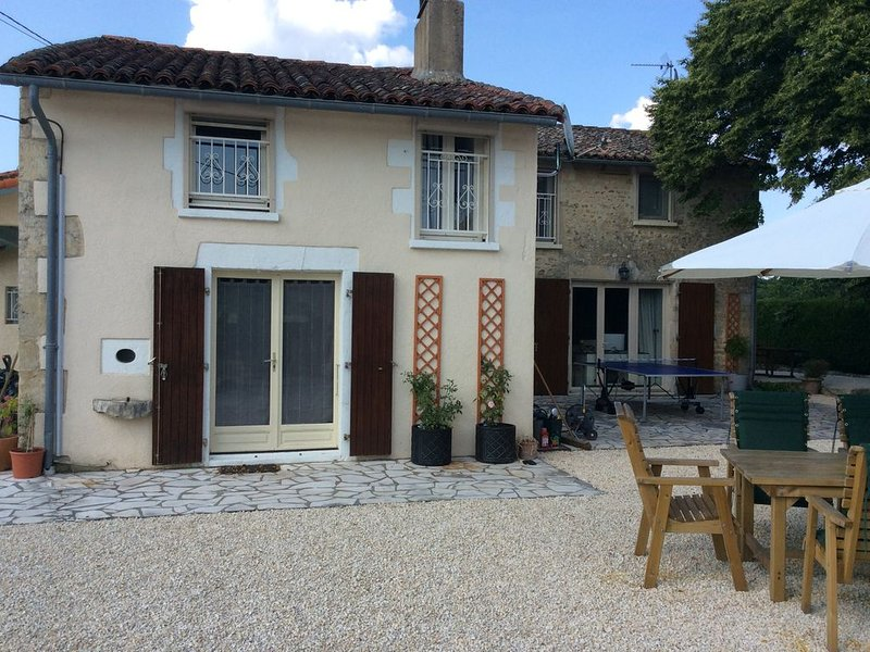 Stunning home with pool, holiday rental in Ruffec