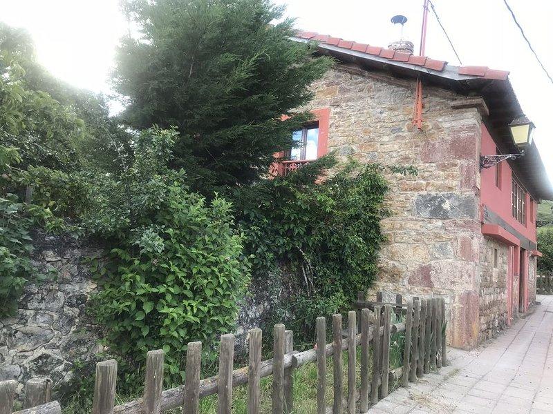 Luz de Babia. Casa rural de alquiler completo a los pies de Peña Ubiña., holiday rental in Pajares