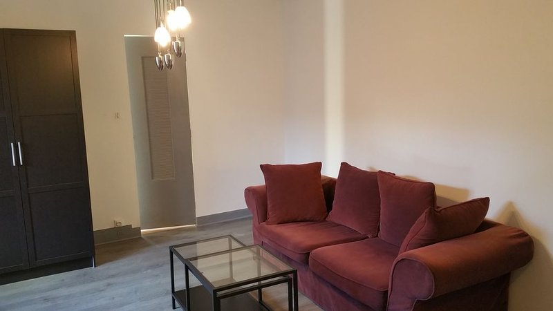 Appartement 1 chambre + salon : 4 personnes, holiday rental in Tavers