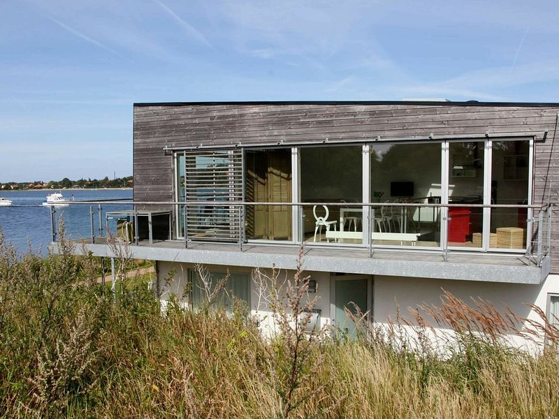 Modern Holiday Home  in Stege with Whirlpool, holiday rental in Rødvig