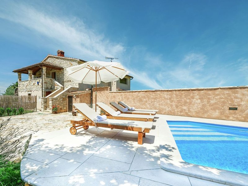 Modern Holiday Home in Porec with Swimming Pool, holiday rental in Nova Vas