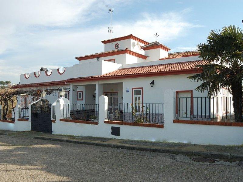 Casa Rural Jardin del Arroyo., alquiler vacacional en Griñón