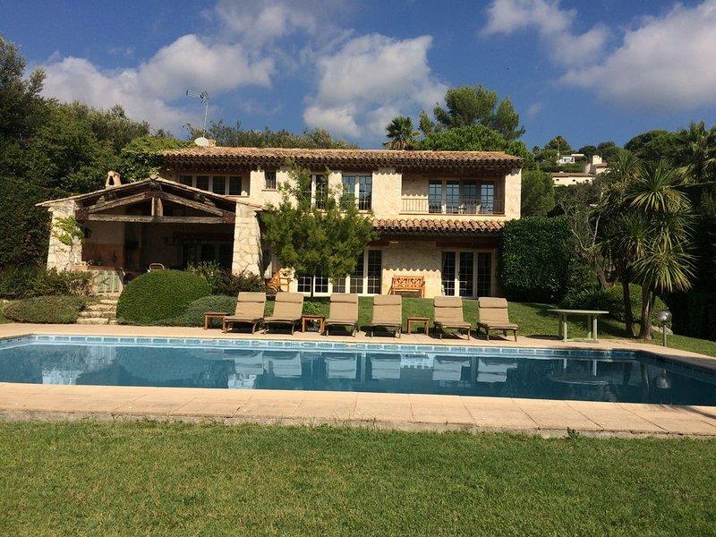 Splendid villa in Saint Paul de Vence, alquiler vacacional en La Colle-sur-Loup