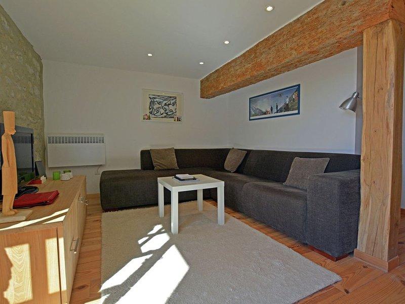 Pleasant Villa in Alzonne with Terrace, Garden, Sun-loungers, location de vacances à Moussoulens