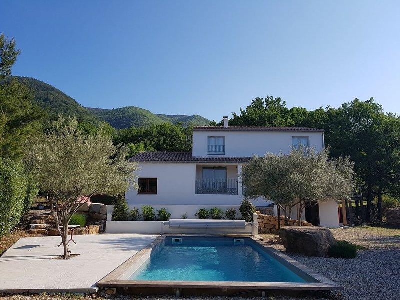 Villa avec piscine sans vis à vis  sur vaste terrain arboré, vacation rental in Le Bosc