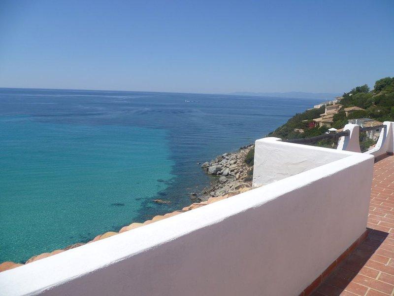 Villa con accesso diretto alla spiaggia, location de vacances à Torre delle Stelle