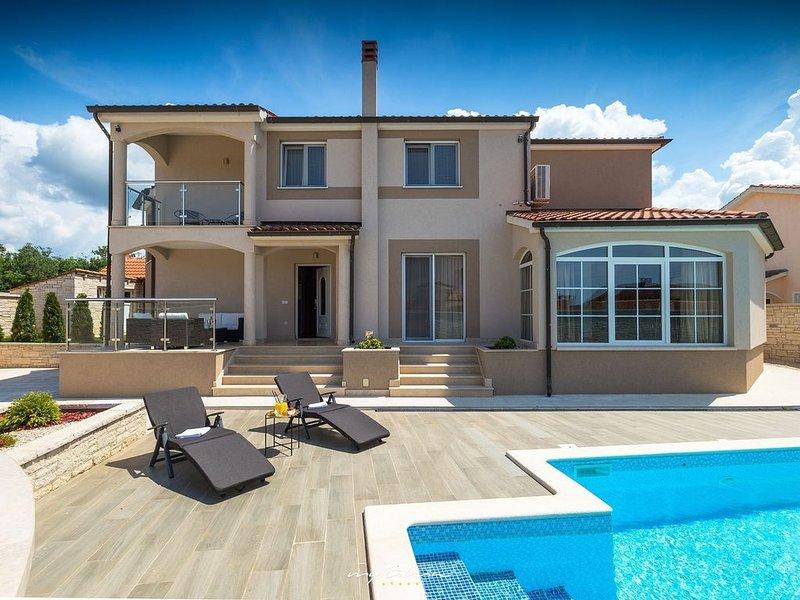 Elegant villa with private pool near Porec, location de vacances à Varvari