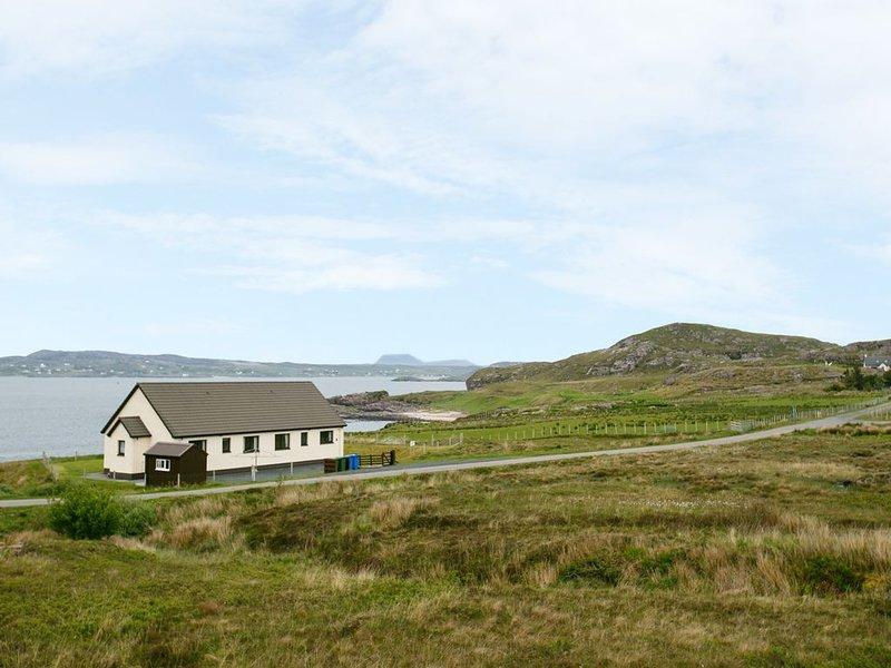 1 Bayview Bungalow, POOLEWE, holiday rental in Aultbea