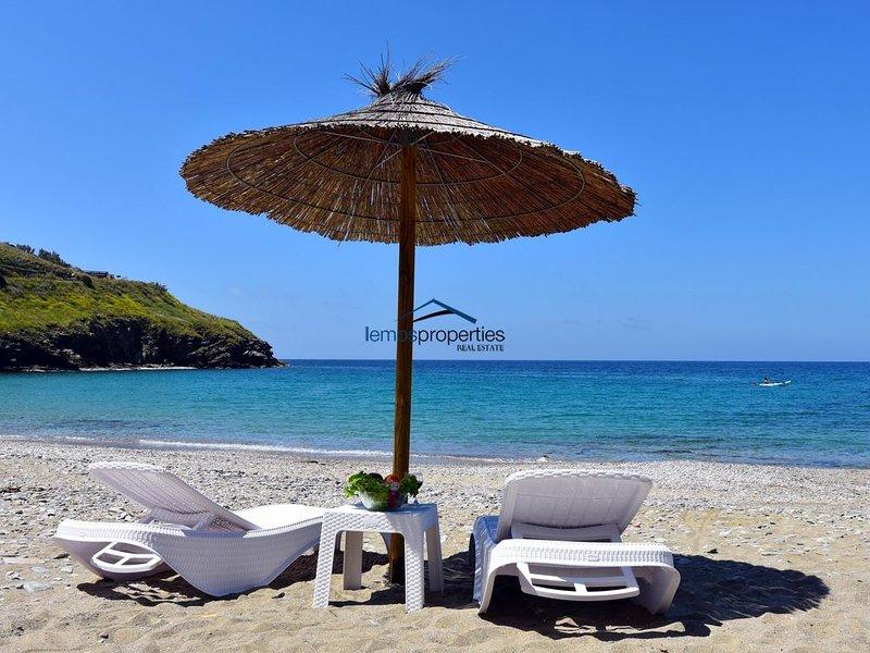 The 'Stone Beach House' right on the beach in Kampi, near Koundouros, holiday rental in Kampi