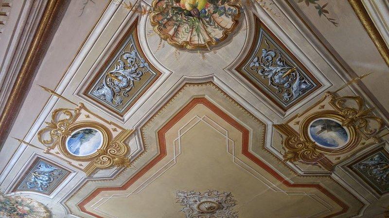 'Gli Affreschi' Deluxe Apartment.  Appartamento di charme nel centro storico., holiday rental in Monterosso al Mare