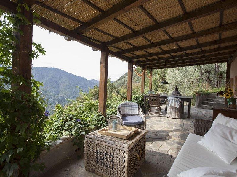 In ' Casa Dei Fiori ' volop genieten van de rust, privacy, ruimte en de natuur., holiday rental in Castel Vittorio