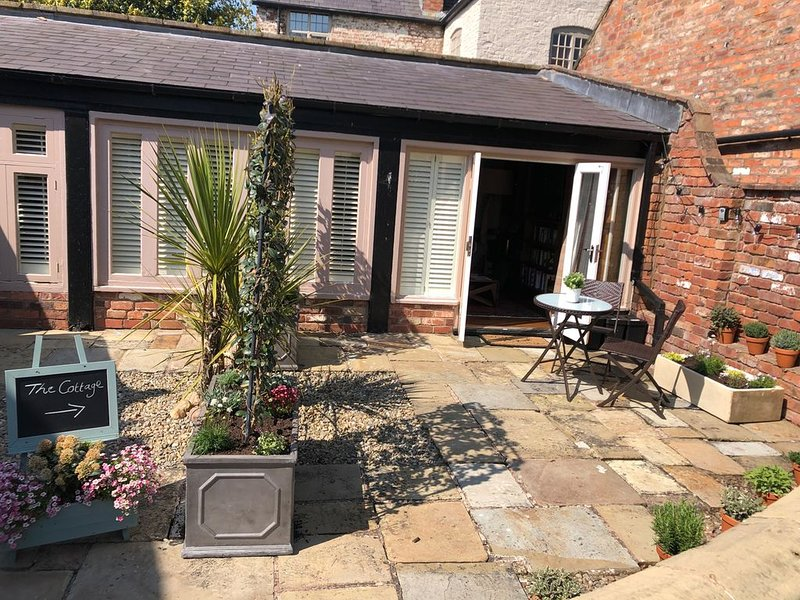 The Cottage  * The Coach House, ROSSETT, vacation rental in Wrexham