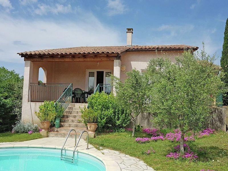 New villa, round swimmingpool, beautiful view, vakantiewoning in La Roque-sur-Ceze