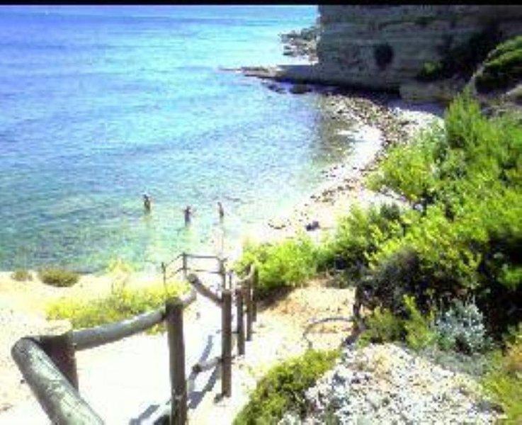 les pieds dans l'eau,accès direct en calanque par portillon privé, holiday rental in Carry-le-Rouet