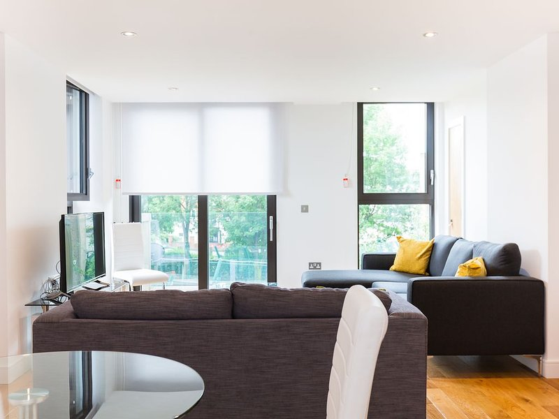 Stylish Two Bedroom Apartment in Maida Vale, vacation rental in London