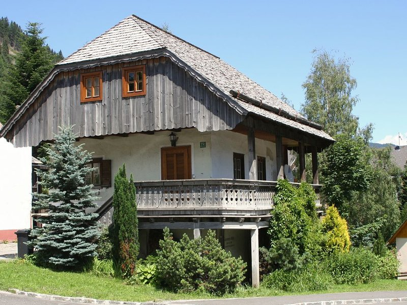 The Old Mill in Hohentauern - a cosy rural house from 15th century, casa vacanza a Moederbrugg