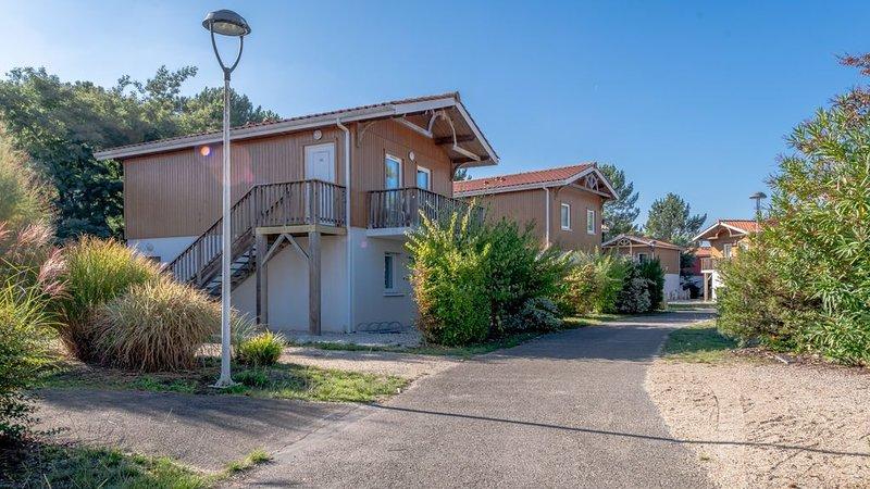 Maison près du lac | Piscine extérieure + Toboggan + Piscine intérieure, holiday rental in Parentis-en-Born