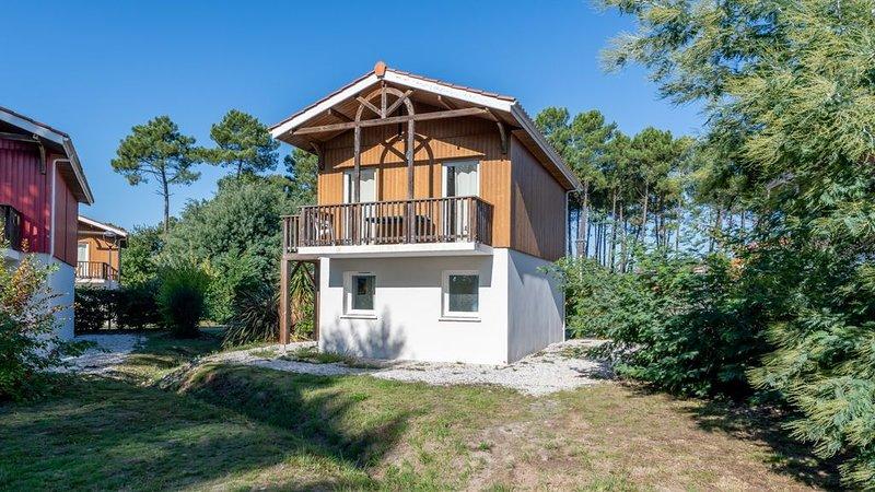 Appartement cosy avec accès piscine | A quelques pas du lac!, holiday rental in Parentis-en-Born