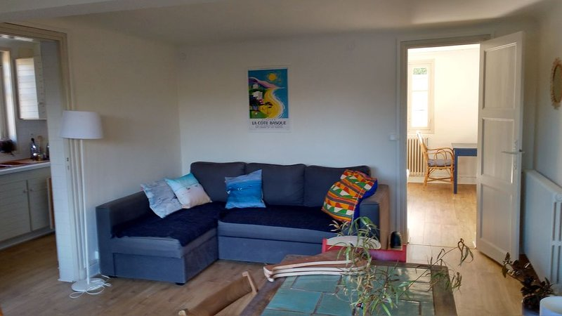 Appartement RDJ, 50m2, GUETHARY, tout à pied, alquiler vacacional en Guéthary (Getaria)