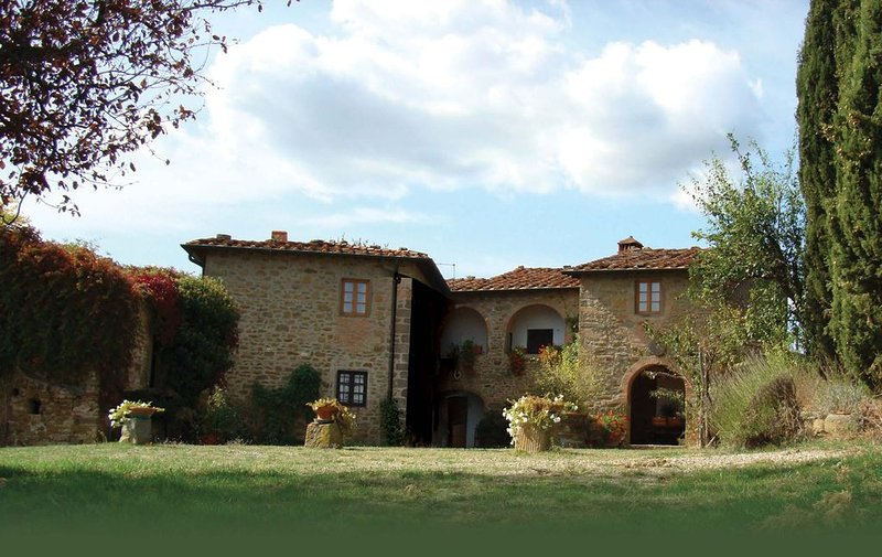 Villa - charmant op Toscaanse heuvel met adembenemende uitzichten - zwembad, holiday rental in Ponte Agli Stolli