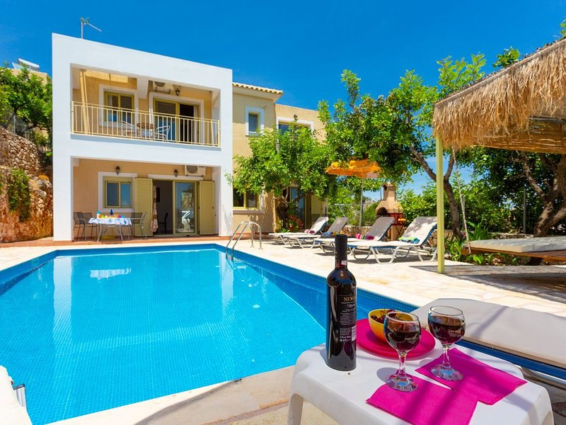 Villa Apollo: Large Private Pool, Walk to Beach, Sea Views, A/C, WiFi, Car Not R, vacation rental in Poros