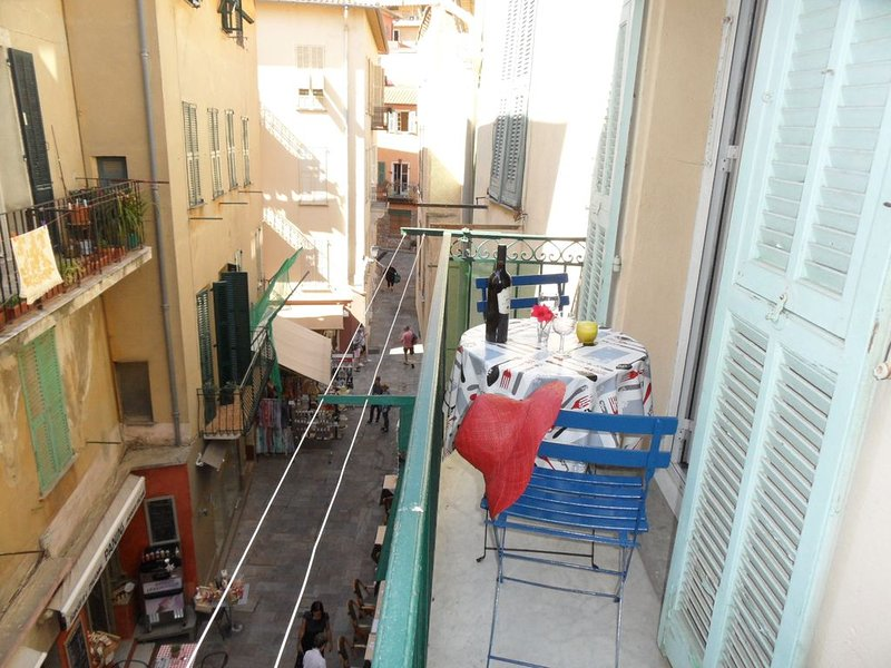 Holiday one bedroom apt, in heart of old town, lovely sea view, Ferienwohnung in Villefranche-sur-Mer
