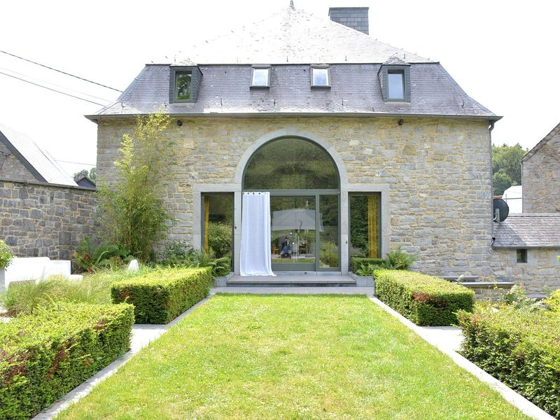 Beautiful Mill in Dinant with Garden, casa vacanza a Houyet