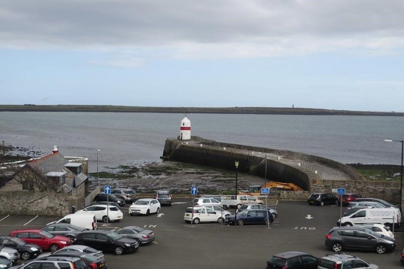 The Castle Apartments 2, vacation rental in Ballabeg
