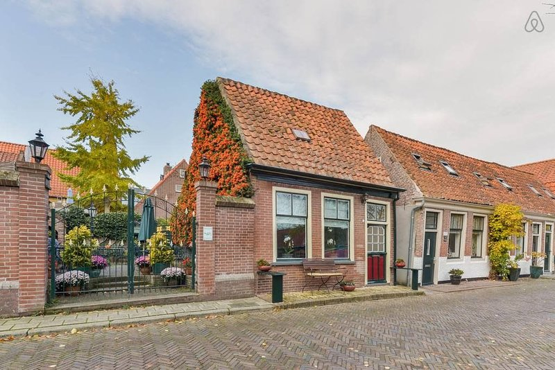 Lovely Family Home with Canal View – semesterbostad i Andijk