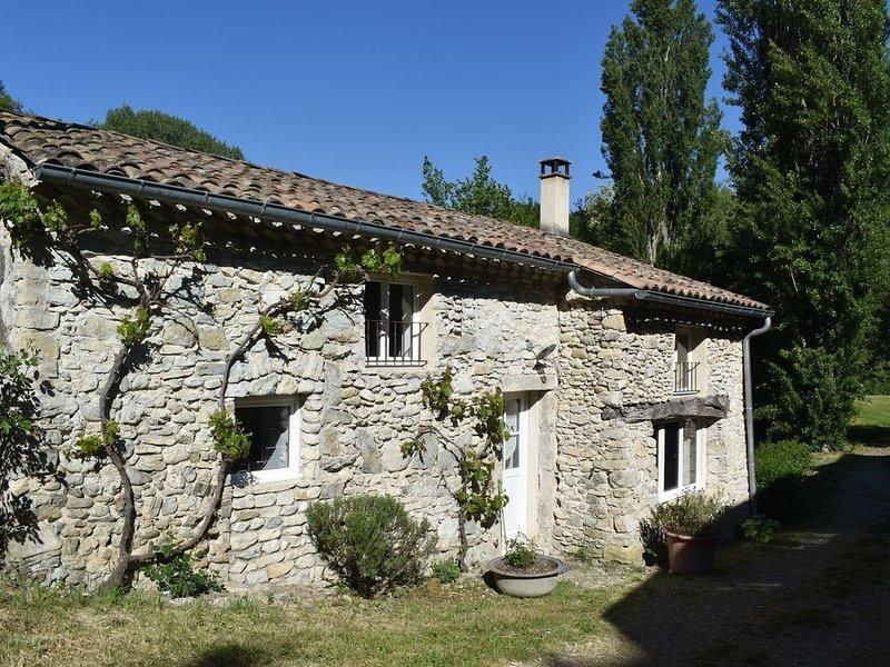 NOUVEAU - Ancien Moulin à eau situé en Drôme Provençale, vacation rental in Puygiron