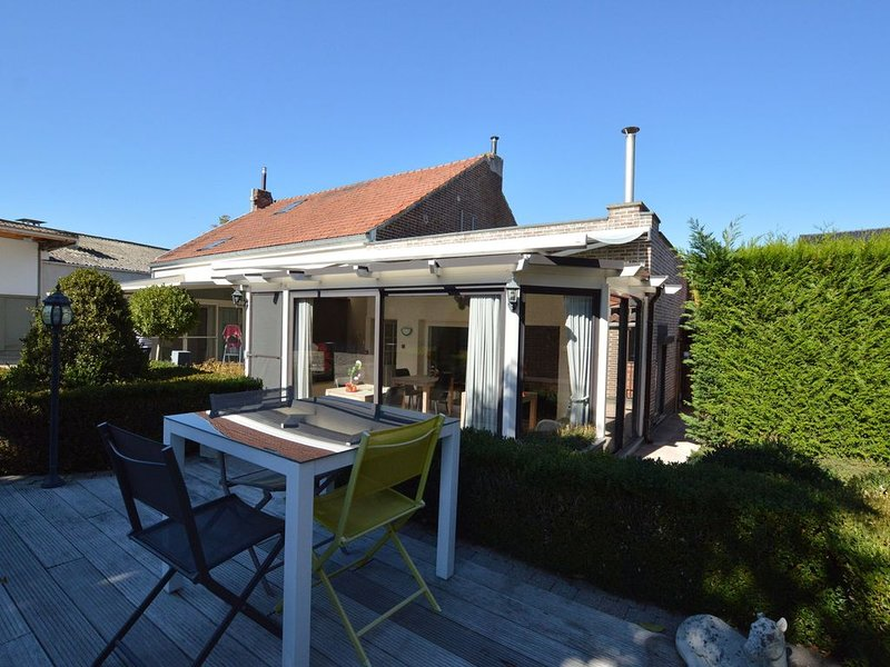 Lavish Villa in Tienen with Terrace & Garden, location de vacances à Louvain
