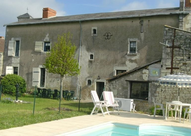 5 Bedroom House with Heated Pool, Vendee, aluguéis de temporada em Mondion