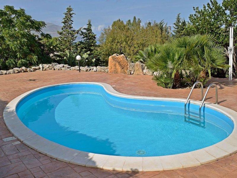 Scenic Holiday Home in Castellammare del Golfo near Beach, location de vacances à Case Di Girolamo