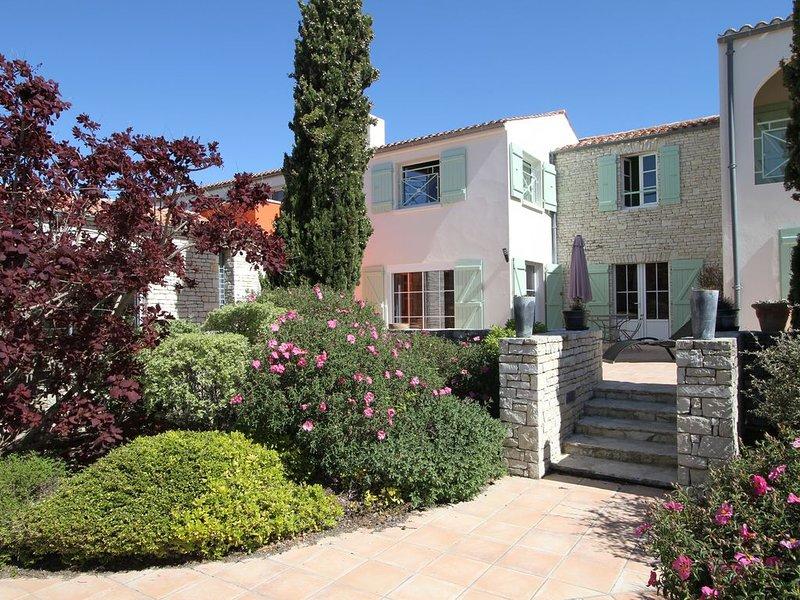 Chambre d'hôte dans propriété avec piscine et vue mer, location de vacances à Fouras